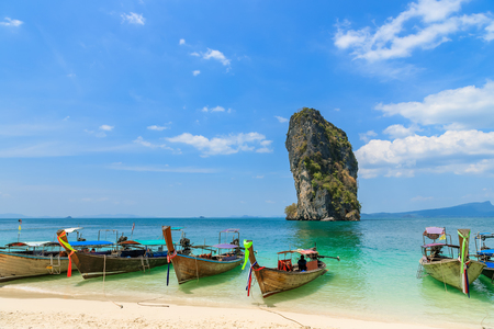 Beautiful crystal clear turquoise blue sea and boats at Ko Poda Island, Ao Phra Nang bay, Krabi, Thailand Stock fotó
