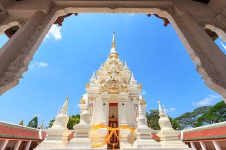 Buddha relic pagoda stupa at Wat Phra Borommathat Chaiya Worawihan, Surat Thani Imagens