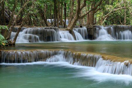 Huai Mae Khamin Waterfall tier 2, Parque Nacional Khuean Srinagarindra, Kanchanaburi, Tailandia