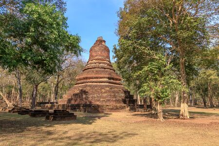 Pagoda at Wat Phra Non (Reclining Buddha) temple in Kamphaeng Phet Historical Park Stock Photo