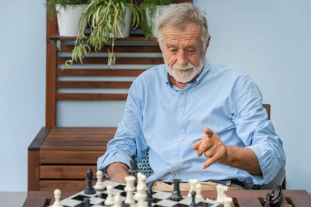 Elderly playing chess in nursing home for leisure Imagens