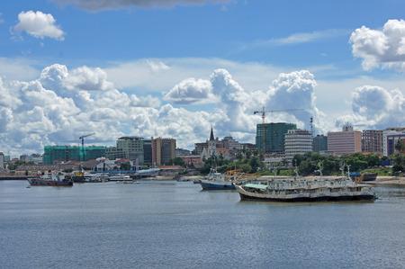 es: The port of Dar es Salaam