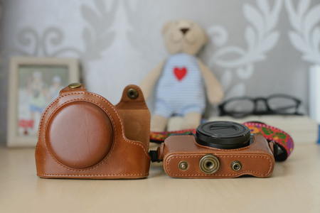 disassemble: Vintage brown leather camera case