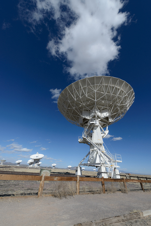 imaging: Huge antenna dish at Very Large Array, searching for imaging signal in space