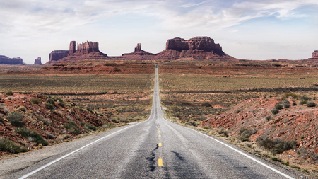 monument valley view: Stunning Scenic view highway road in Utah america. Monument Valley scenic road. Monument Valley long road. Travel route Utah. Forrest Gump Point Utah.