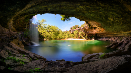 Hamilton Pool, water fall, in Austin recreation are. Texas, USA 免版税图像
