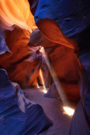 낮은 영양 슬롯 캐년, 페이지, 애리조나, 미국을 통해 tripple 빛 빔의 아름 다운 현상