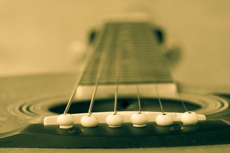 boehm flute: primer plano de guitarra cl�sica con poca profundidad de campo para la Est�tica.
