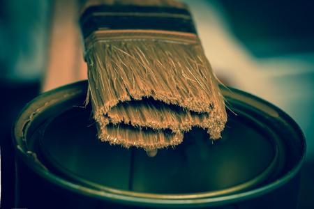 Suspend the work of the painter. 版權商用圖片
