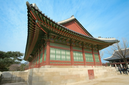 SEOUL, SOUTH-KOREA-MARCH, 3: Traveler come to seeing, blessings and worship on March 3, 2012 at Kyongbok palace in Seoul, South-Korea