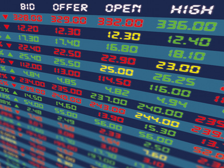 Een groot displaypaneel van de dagelijkse aandelenkoers en offerte tijdens de normale economische periode. Stockfoto