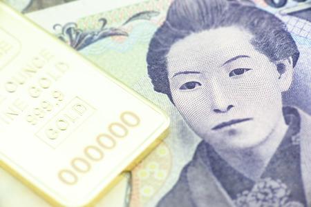 bushido: Japanese five thousand yen bill, a macro close-up with gold bullion