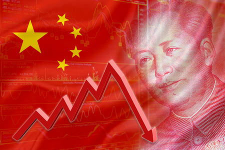 Flag of China with a chart of financial instruments and the face of Mao Zedong on RMB Yuan 100 bill. A red downtrend arrow indicates the stock market enter recession period. Standard-Bild