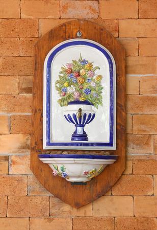 moulded: Patterned moldeado en las paredes. Foto de archivo