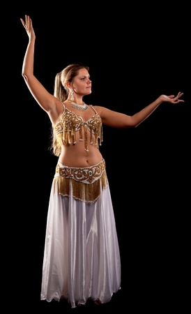 Danza de la mujer en la oscuridad - traje oriental de arabia Foto de archivo