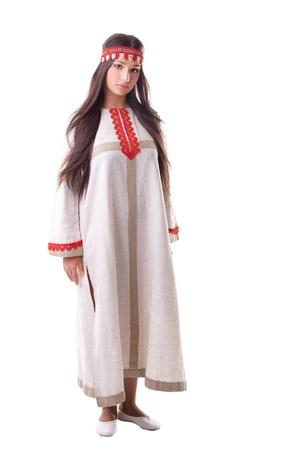 vestidos de epoca: Ni�a en danza plantean - lino traje tradicional de Rusia Foto de archivo