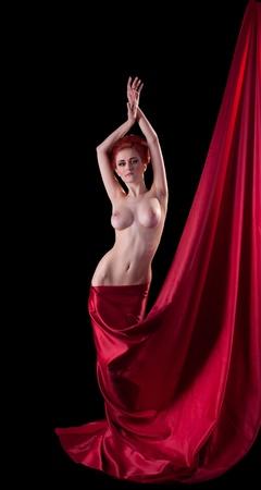 ragazza nuda: Donna nuda bellezza giovane con fiore e ghirlanda