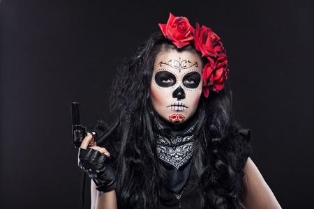 allen: Jonge vrouw die met rozen verkleed voor Allerzielen Stockfoto
