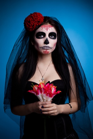 Young woman face art dressed up for All Souls Day with flowers Standard-Bild
