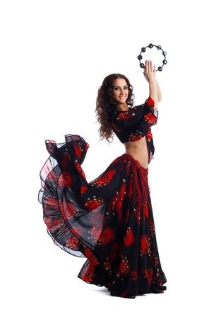 danseuse flamenco: Jeune danse beauté femme en costume gitan avec le tambourin isolé Banque d'images