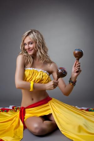 Studio portrait of dancer in mexican costume Foto de archivo - 14340983
