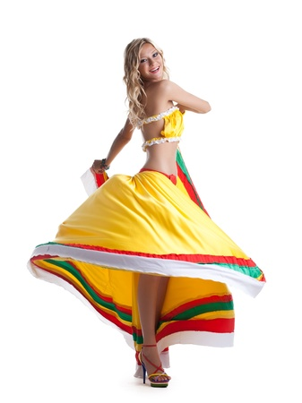 traje mexicano: Mujer bonita que la realización de la danza mexicana aislado en blanco Foto de archivo