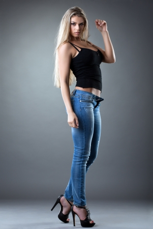 sexy Beautiful woman posing in jeans studio portrait Standard-Bild