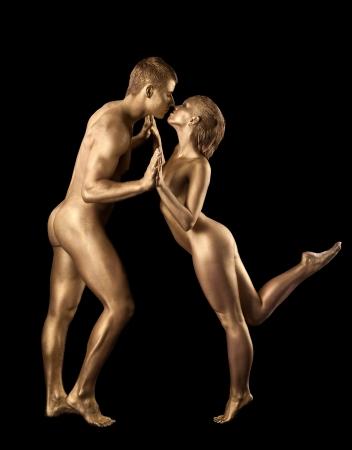 mujeres negras desnudas: Belleza baile de pareja desnuda con la piel de metal como la estatua
