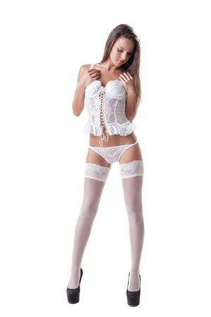 Corps jeune femme en lingerie sexy isolé sur blanc