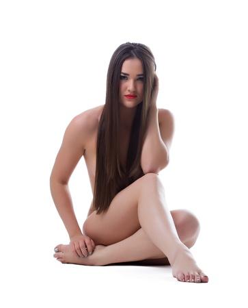 mujer desnuda de espalda: Morena mujer bastante joven con el pelo largo hermoso aislado