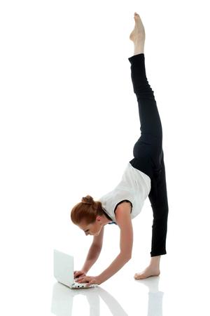Drukke ondernemer yoga, geïsoleerd op een witte achtergrond