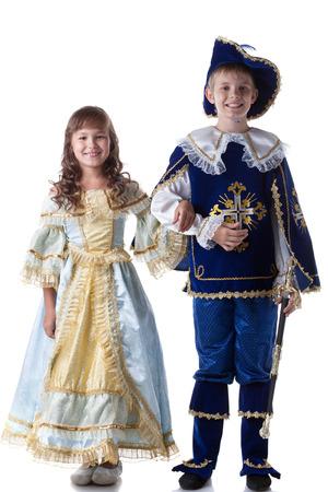 mosquetero: Imagen de niños felices posando en trajes de carnaval, aislado en blanco