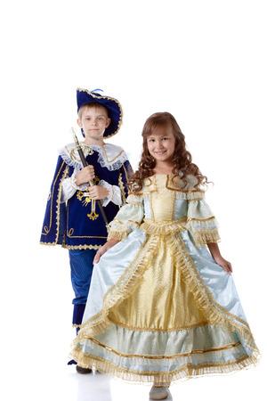 mosquetero: Imagen de los niños lindos posando en trajes de carnaval, aislado en blanco Foto de archivo