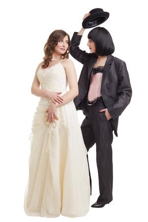 lesbianas: Concepto de la boda lesbiana. Modelos elegantes posando en trajes de novia