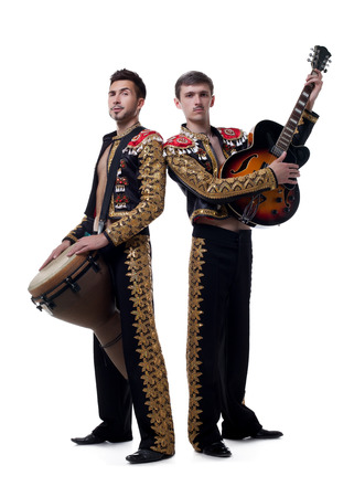traje mexicano: Imagen de músicos guapos vestido como macho español Foto de archivo