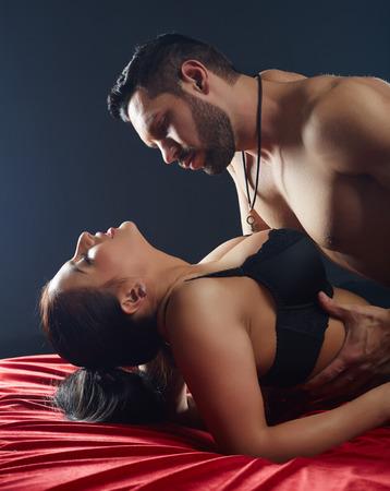 femme sexe: Close-up des amateurs passionn�s ayant le sexe chaud dans son lit