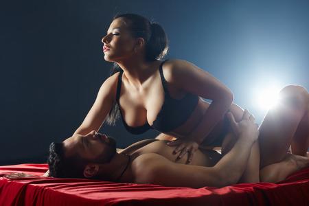 man and woman sex: Пара страстно занимается сексом. Студия снимок