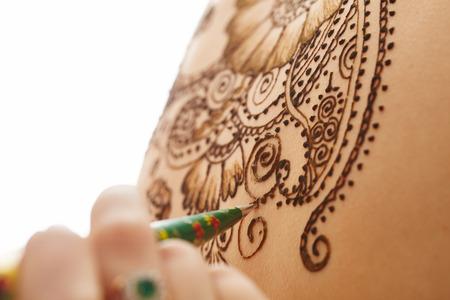 naked young women: Искусство Менди. Красивый узор на женского тела, крупным планом