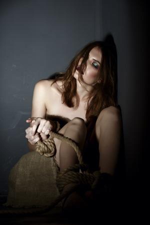 gefesselt: Foto Konzept. Schöne Modell Geisel von Sklavenhändlern Lizenzfreie Bilder