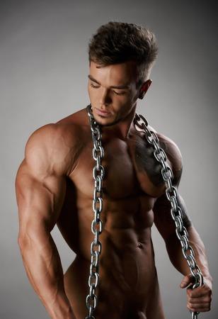männer nackt: Starke Athleten mit perfekten Körper posiert nackt im Studio Lizenzfreie Bilder