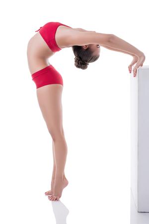 tänzerin: Schöne Turner wölbte ihren Rücken, während auf den Fußspitzen stehend