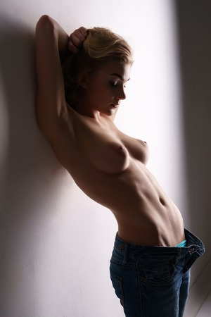 topless jeans: Blonde with beautiful bare chest posing in unbuttoned jeans