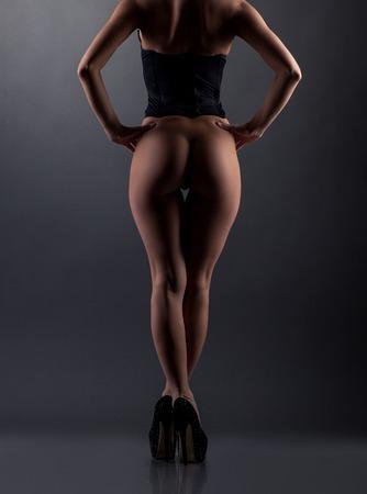 naked young women: Эротика. Вид сзади модель позирует с голой попой