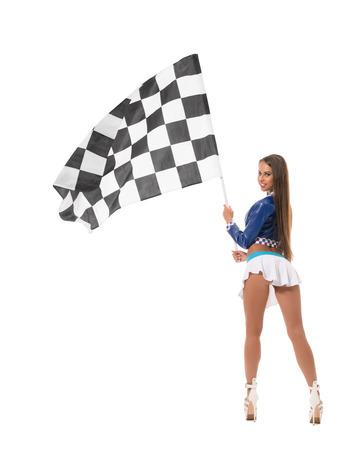poses de modelos: Volver la vista de sexy morena posando con la bandera a cuadros