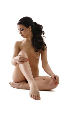 mujer sexy desnuda: Morena de pelo largo posando desnuda disparo de tiro