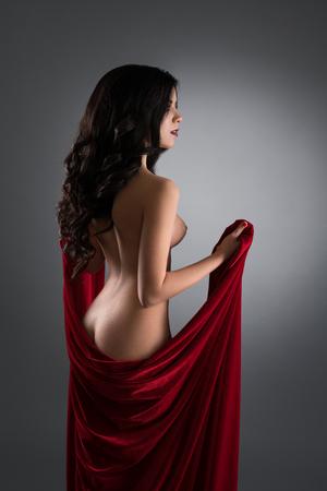 Gorgeous long-brun brunette nue Banque d'images - 86108407