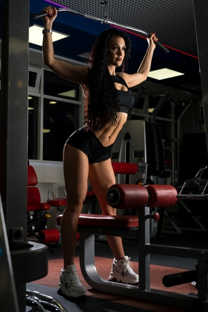 Young woman training on exercise machine Imagens