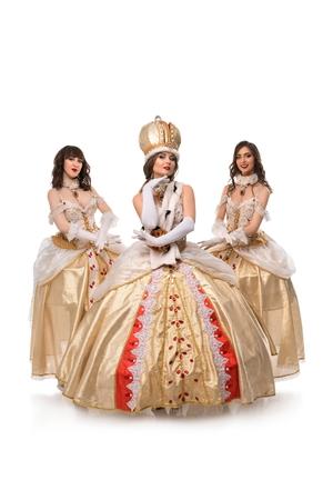 Beaux modèles posant dans de magnifiques costumes historiques Banque d'images