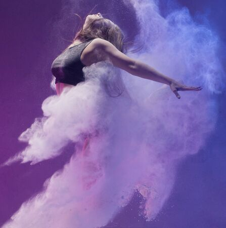 Girl in pointe shoe in dust cloud profile shot Banco de Imagens