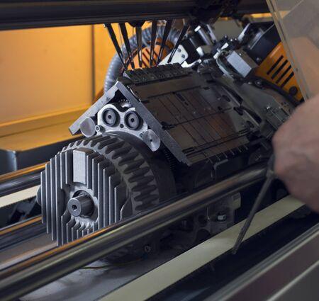 Serviceman setting up the machine at knitting shop 版權商用圖片